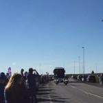 Hundruð hylltu landsliðið við Reykjanesbraut – Ánægðir með móttökurnar